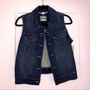 NWT! Levi's Women's Denim Vest. Dark blue wash.